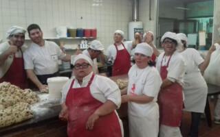 Un taller protegido realiza productos de panadería para recaudar fondos