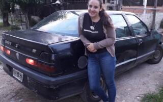 Sororidad al volante: una joven realiza remís solo para mujeres en La Matanza