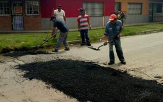 Realizan obras de pavimentación en González Catán