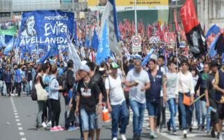 Organizaciones sociales del Oeste marcharon para exigir la apertura de programas sociales