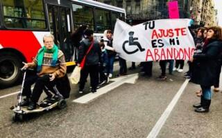 Transportistas aseguran que no pueden cumplir con el servicio de traslado para discapacitados