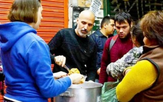 Calles Solidarias: un proyecto que lleva seis años brindando un plato y una contención a quienes más lo necesitan