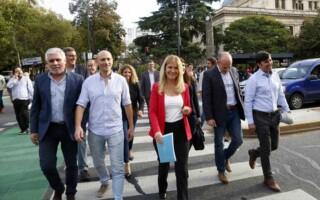Los intendentes de la provincia de Buenos Aires entregaron en la Gobernación un documento de reclamo para Vidal por soluciones ante la crisis