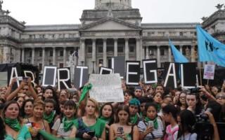 Por octava vez y tras la sanción en Diputados, se presenta el proyecto para despenalizar y legalizar el aborto