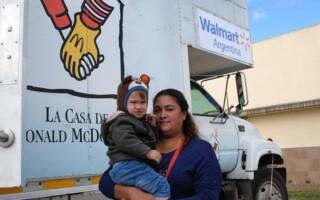 Walmart y la Unidad Pediátrica Móvil de La Casa de Ronald McDonald visitaron La Matanza