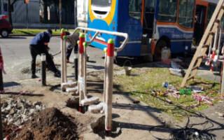 San Justo: renuevan y colocan nuevos juegos saludables frente al Hospital Italiano
