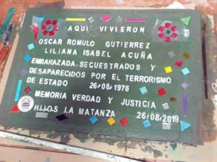 HIJOS y UOM La Matanza construyeron una baldosa en homenaje a dos detenidos-desaparecidos