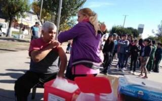 Comenzaron jornadas de vacunación en varios puntos del Distrito