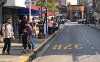 Cambio de Hábitos: Trasladan media cuadra paradas de colectivos que transitan por Av. San Martin, en Ramos Mejía