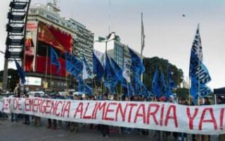 Los movimientos sociales vuelven a la calle por la emergencia alimentaria y se reúnen con diputados opositores