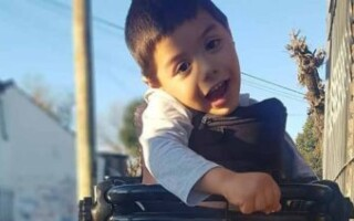 Buscan recaudar fondos para un niño con parálisis cerebral