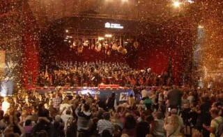 """Con más de 60 mil personas presentes el """"Concierto a Cielo Abierto"""" en Ramos Mejía cerró un año que termina cargado de esperanza"""