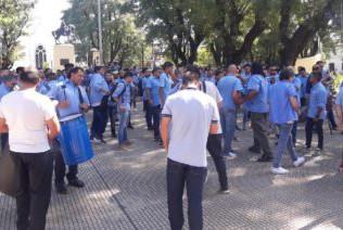 Choferes de la línea 96 protestaron frente al Municipio en reclamo de seguridad