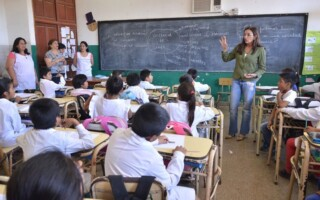 La Anses eliminó el requisito de presentación del certificado de alumno regular para el cobro de la asignaciones por ayuda escolar durante 2020