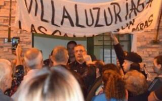 """Vecinos de Villa Luzuriaga pidieron """"más seguridad"""" frente a la comisaría"""