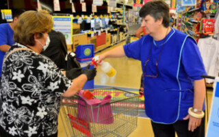 Los supermercados deben estar abiertos de 7 a 20 y tienen que respetar el esquema de precios máximos
