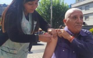 Continúa la vacunación antigripal para nuestros adultos mayores