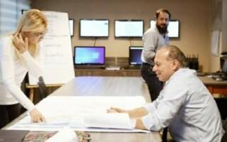 Magario visitó la sede del Comité de Emergencia que la Provincia montó en La Matanza