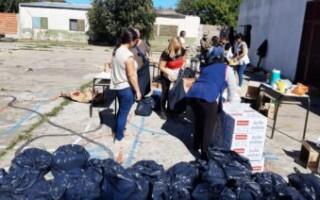 Escuela de campaña en Virrey del Pino: distribuyen 1.000 raciones de comida por día y esperan llegar a 5.000