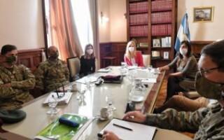 Magario y Raverta coordinaron la asistencia alimentaria con el Ejército, que ya trabaja en 28 puntos de La Matanza