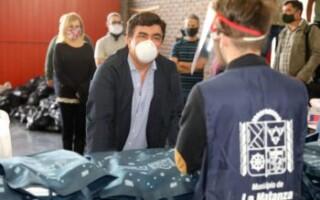 """«Con la Red de Voluntariado seguimos entregando libros escolares y bolsones de alimentos para quienes más lo necesitan"""""""