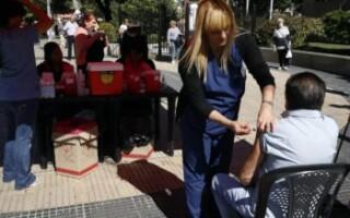 Más de 4 mil abuelos ya fueron vacunados en el Distrito