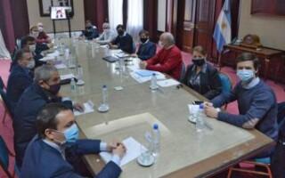 """Kicillof reunió a Espinoza y a otros intendentes de la zona """"caliente"""" del Conurbano para evaluar su apertura económica en la cuarentena"""