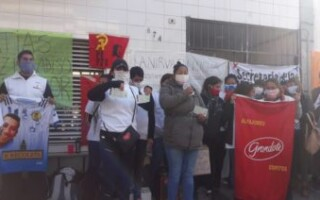 Los trabajadores de La Nirva llegaron a un acuerdo, pero continúan con el acampe