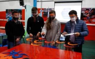 La directora nacional de Juventud se reunió con estudiantes matanceros que fabrican máscaras de protección facial