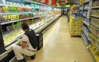 Trabajadores de supermercados piden a las empresas que realicen testeos e implementen termómetros