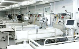 Las cantidad de camas de terapia intensiva creció un 37 por ciento desde el inicio de la pandemia