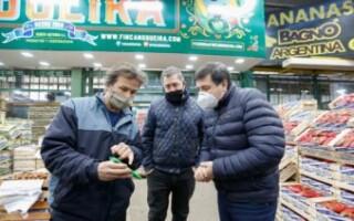 «No puede haber hambre en un país que produce alimentos», dijo Daniel Arroyo al recorrer el Mercado Central