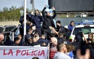 El Gobierno bonaerense busca unificar el reclamo policial para desactivar las protestas que tienen su epicentro en La Matanza