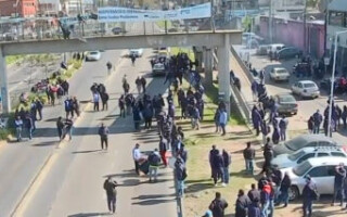Isidro Casanova: colectiveros de distintas líneas cortaron la Ruta N° 3 en reclamo de seguridad