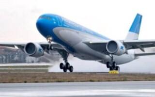 El Gobierno habilitó el regreso de los vuelos regulares y de los micros de larga distancia