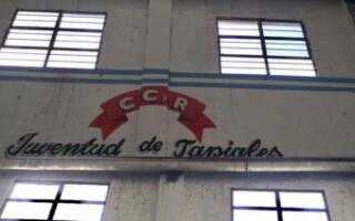 Juventud de Tapiales renovó el techo de su gimnasio