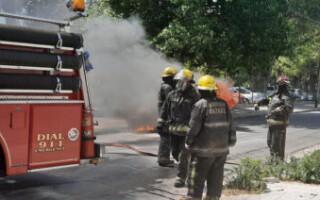 San Justo: bomberos controlaron el incendio de una camioneta