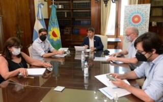 Kicillof reunió a intendentes y expertos y pidió reforzar cuidados ante el estancamiento en la caída de los contagios