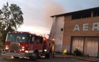 Incendio en un depósito del ex Aeroclub de Laferrere: no descartan un siniestro intencional