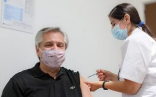 El Presidente Alberto Fernández se aplicó la Sputnik V en el Hospital Posadas