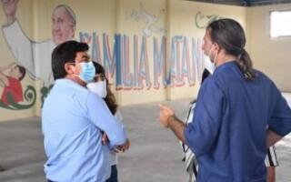 """Espinoza visitó al Padre """"Tano"""" y anunció la urbanización de Puerta de Hierro, San Petersburgo y 17 de Marzo"""
