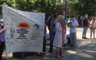 Los trabajadores de la salud municipales reclaman por su vacunación y le piden respuestas al intendente