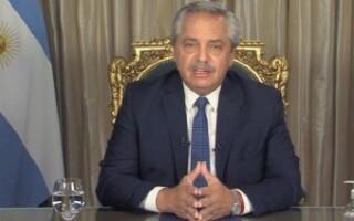 """En cadena nacional, el Presidente pidió """"extremar los recaudos para que el COVID no nos vuelva a aislar"""""""
