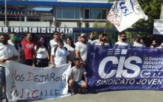 Luego de dos meses de lucha, trabajadores de Just recuperan los puestos de trabajo