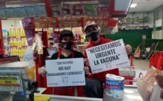 Vacunas para los trabajadores esenciales: preparan un informe para presentarle a Espinoza