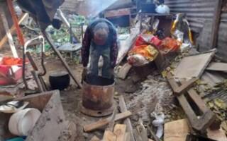 Isidro Casanova: vecinos piden ayuda para dos hermanos que viven a la intemperie