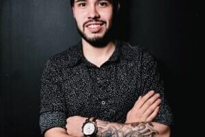 ¿Quién es Dante Pagez? El joven productor y mánager que trabaja con artistas que acumulan más de 60 millones de reproducciones.