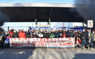 Trabajadores de Garbarino cortaron el depósito de la empresa en La Tablada: les deben más de dos meses de sueldo
