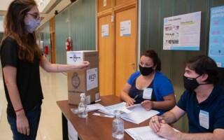 Las personas con coronavirus o aisladas por ser casos sospechosos podrán votar en las PASO
