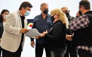 Espinoza entregó escrituras a más de 500 vecinos matanceros